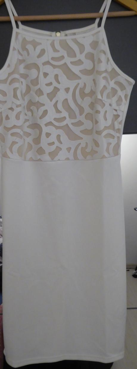 bílé šaty, 36