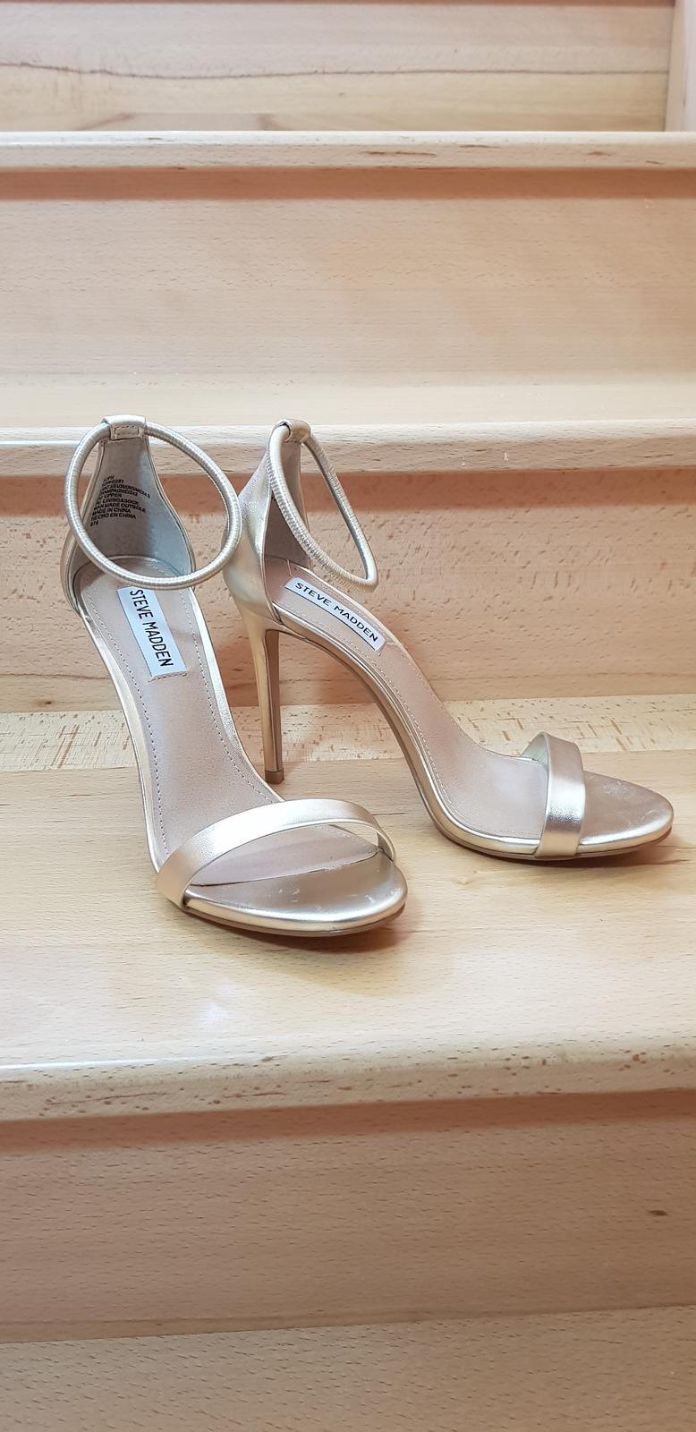 205bd9de93f9 Svadobné zlaté sandalky