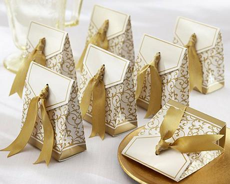 Krabička na darčeky pre hostí s menovkou ,