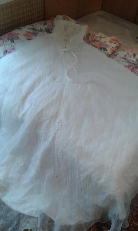 svatební šaty s dlouhou vlečkou, 40