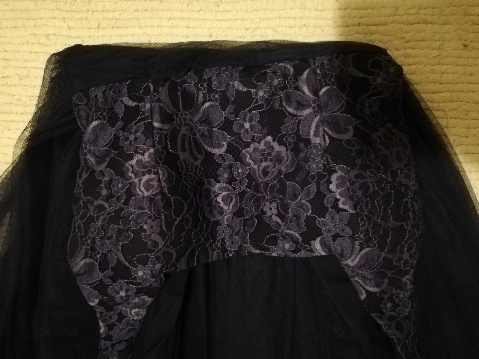 4bde7671b0fc Little mistress - šaty s tylovou sukňou a čipkou