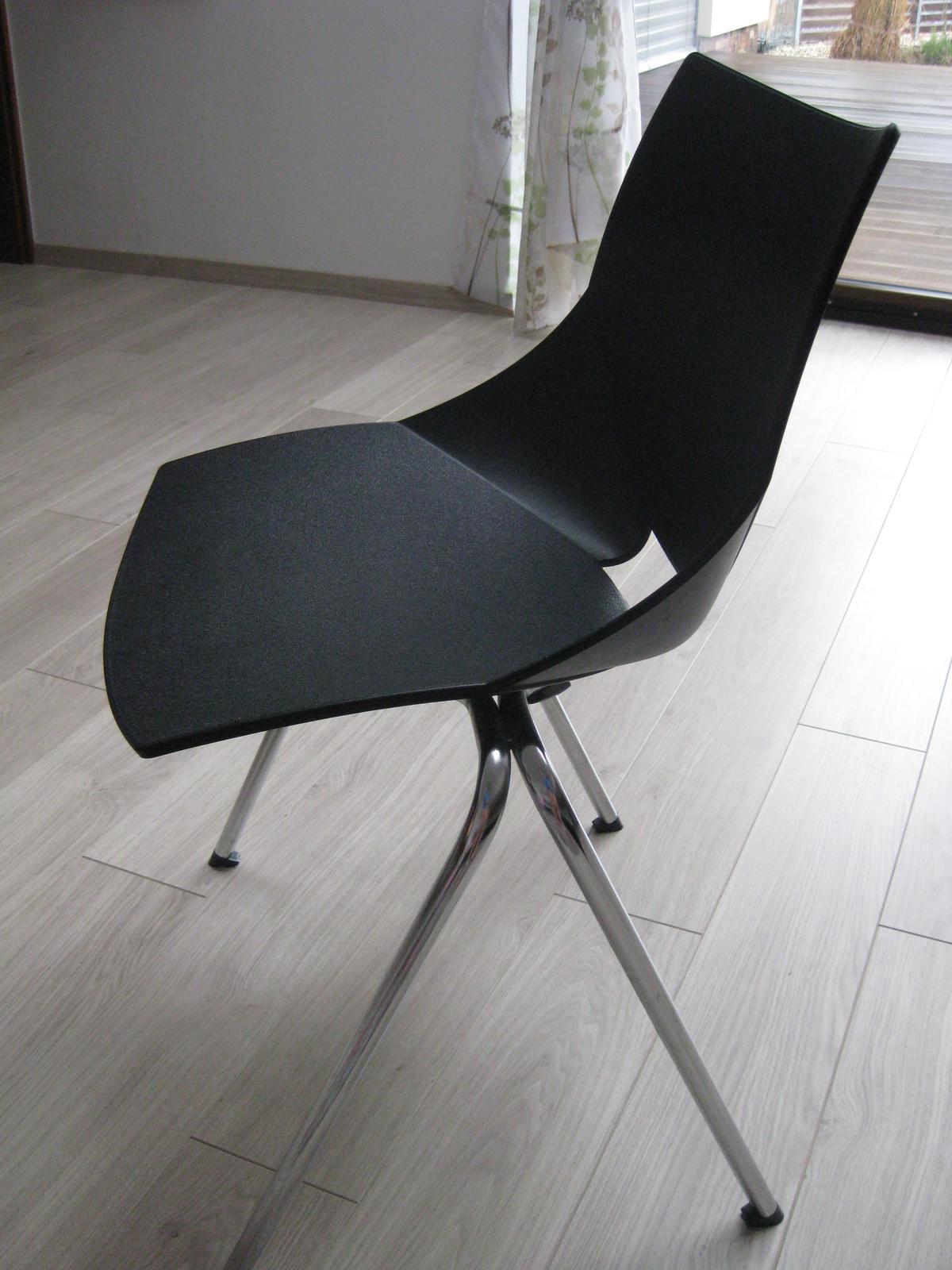 6045181aa9aa Stohovateľné plastové stoličky