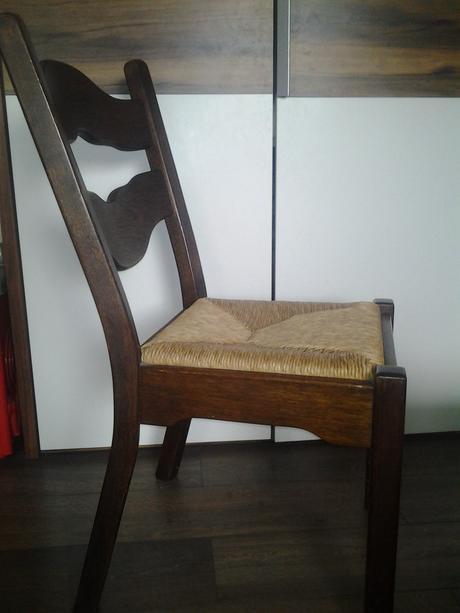 Masívne stoličky,