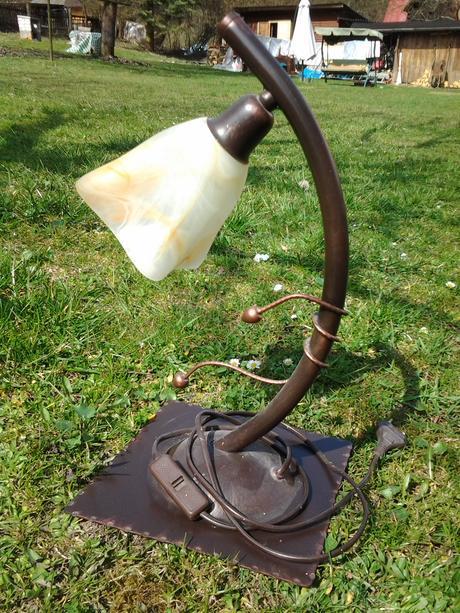 Stolná kovaná lampa,