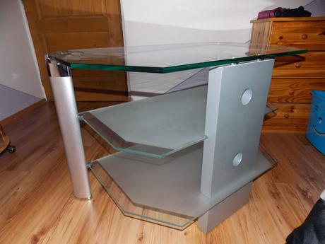 TV stolik s dvomi policami,