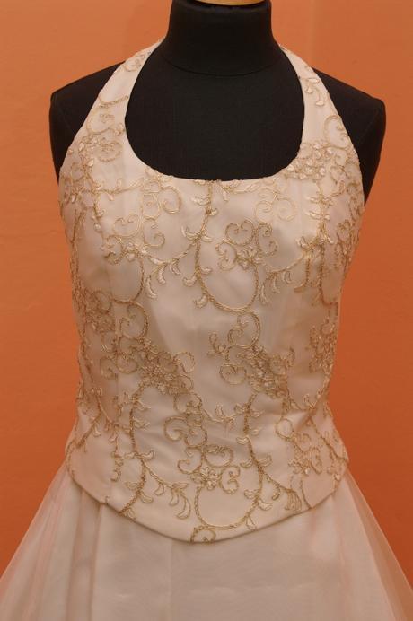 Levné svatební šaty, 36