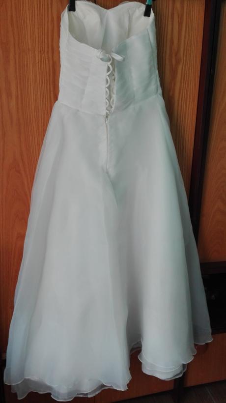 Svadobné šaty pre nenáročnú nevestu, 40