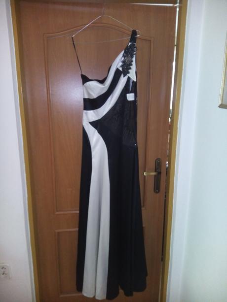 Čiernobiele dlhé šaty, 38