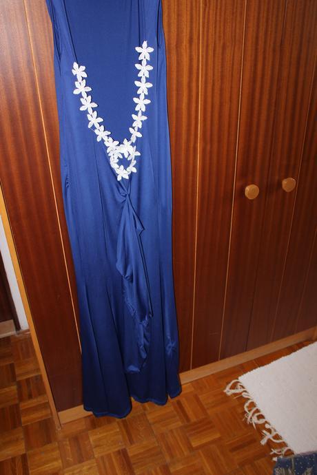 Dlhé modré šaty, 38