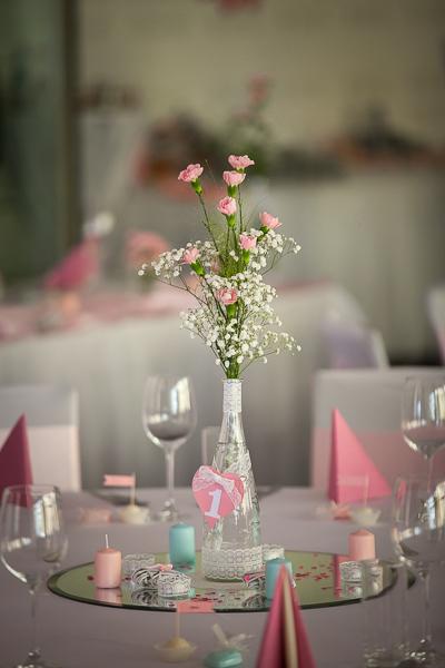 Vázy ozdobené čipkou,