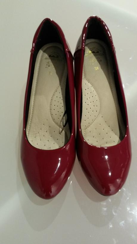 Červené lodičky, 38