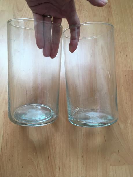 Svícny/vázy různých velikostí,