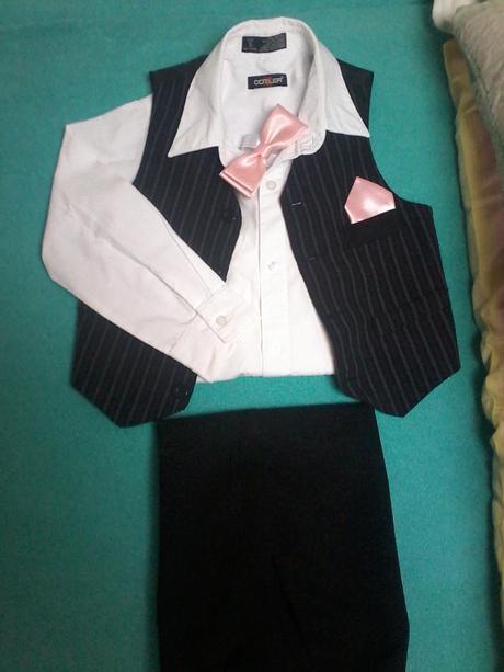 černé kalhoty, vesta s proužkem, 104