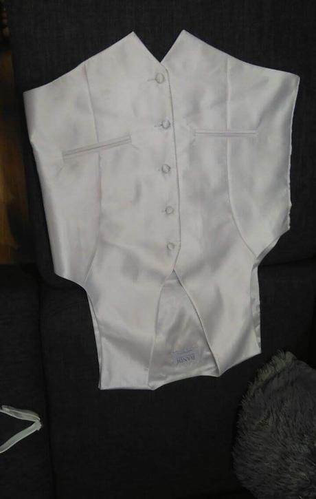 Pánská vesta bílá vel.50 s kravatou a kapesníčkem , 50