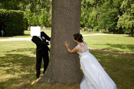 Bílé svatební šaty s ručně aplikovanou krajkou, 37