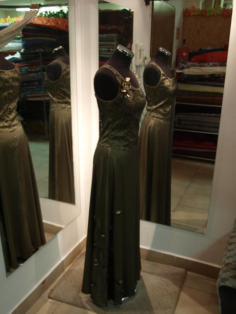 olivovozlaté šaty s ručne šitými aplikáciami, 36