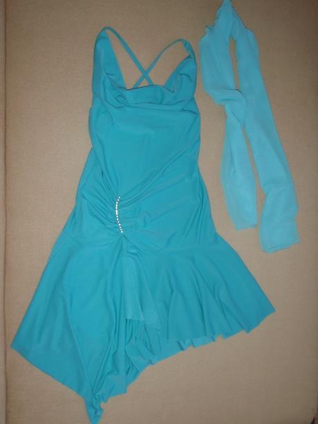 Šaty svetlo-tyrkysovej farby, 38