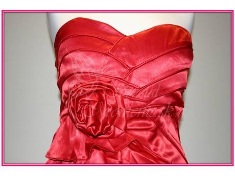 Červené mini šaty s ružou - posledný kus, L