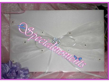 Svadobná kniha pre hostí a pero biely kvet,