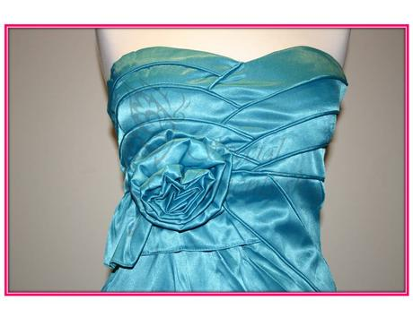 Tyrkysové mini šaty s ružou - posledné 2 kusy, M
