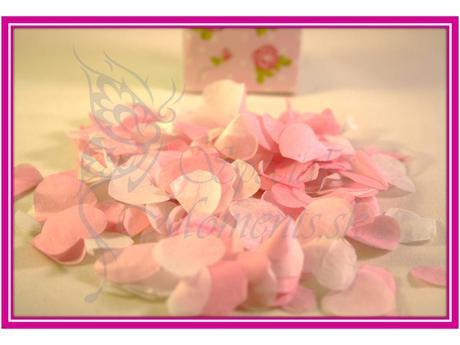 Vintage papierové konfety srdiečka,