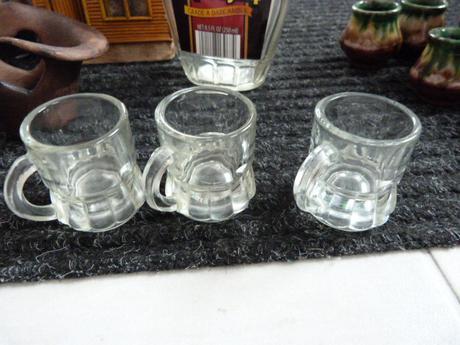 Fľaša-poháriky,