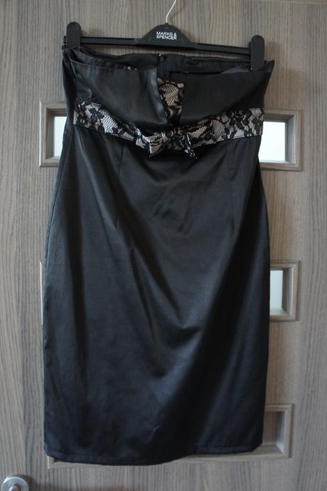 Koktejlové šaty s čipkou, 38