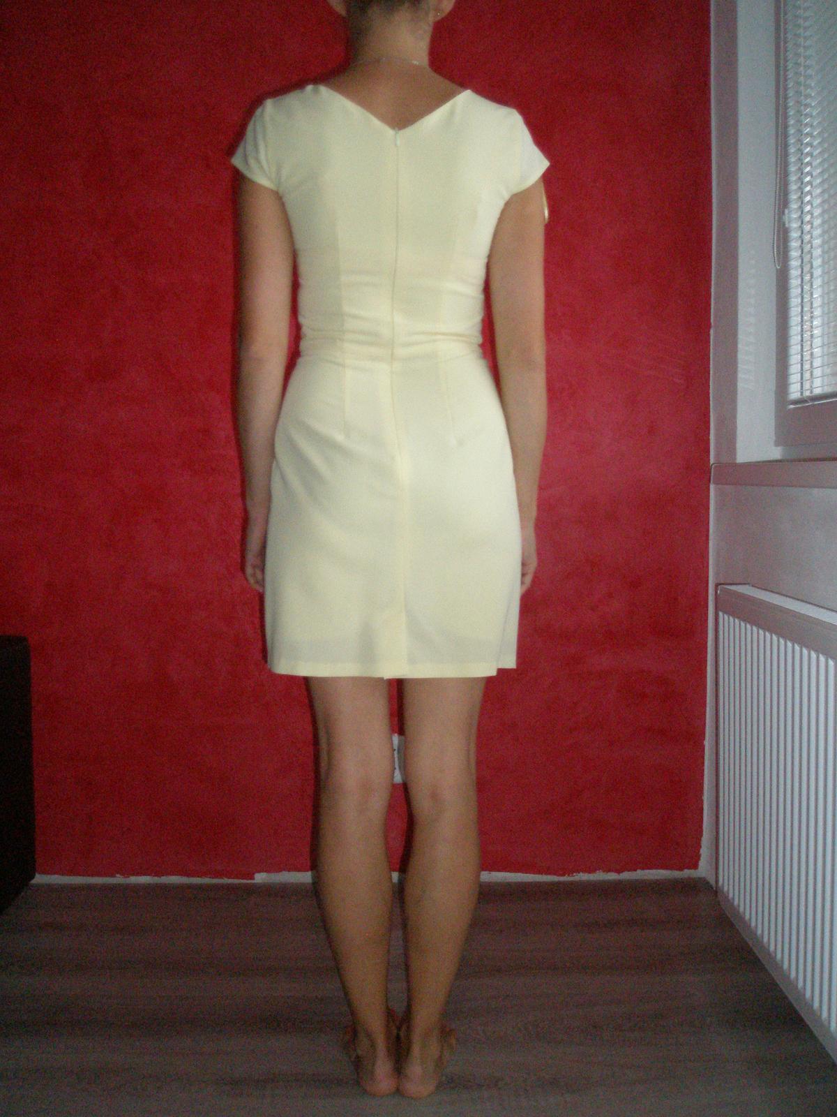 46a2a434f91c Bledožlté šaty