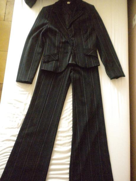 Nohavicovy kostym, 36