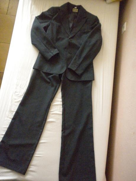 Nohavicovy kostym, 38