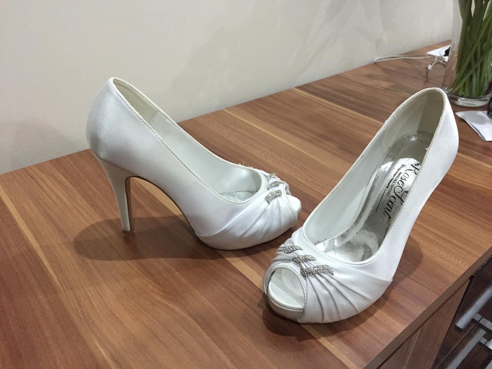 c4ffa24fc8 Svadobné topánky bez špičky