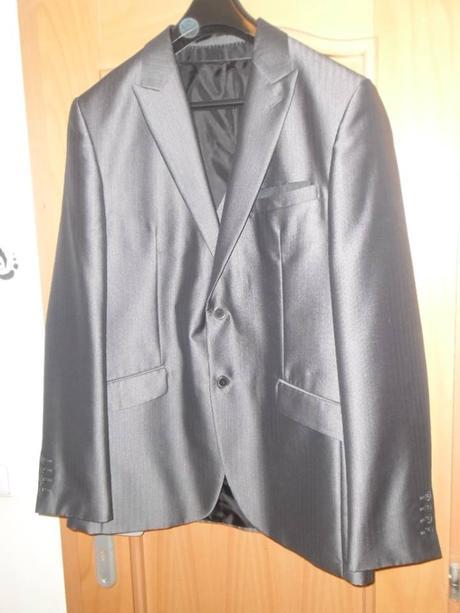 Pánský svatební nebo společenský oblek, 50