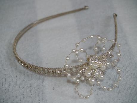 Luxusní čelenka s perličkovou květinou- originál,