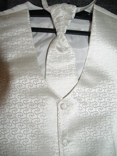 Luxusní Ivory vestička s kravatou-regatou, 50