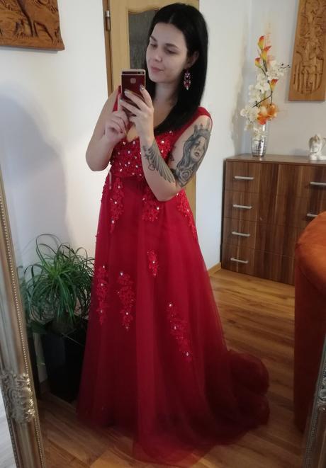 Nádherné spoločenské šaty s vlečkou , 44