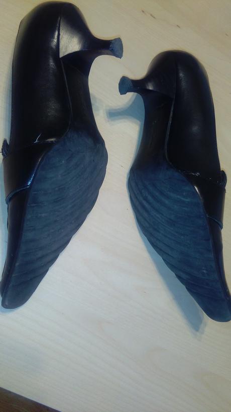 Černé lodičky - nízký podpatek, 37