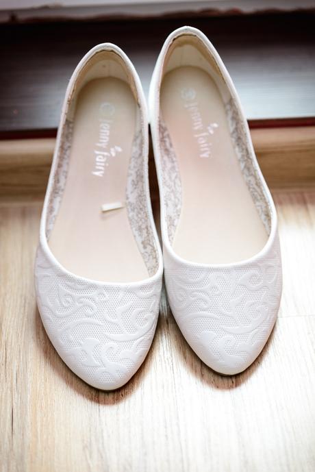 Splývavé svatební šaty, 42