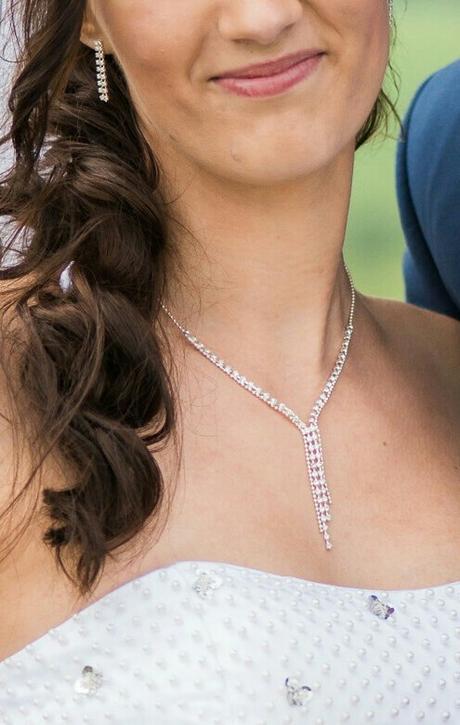 Jemná štrasová souprava (náušnice a náhrdelník),