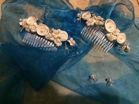 Ozdobné hřebínky s květy a perličkami,
