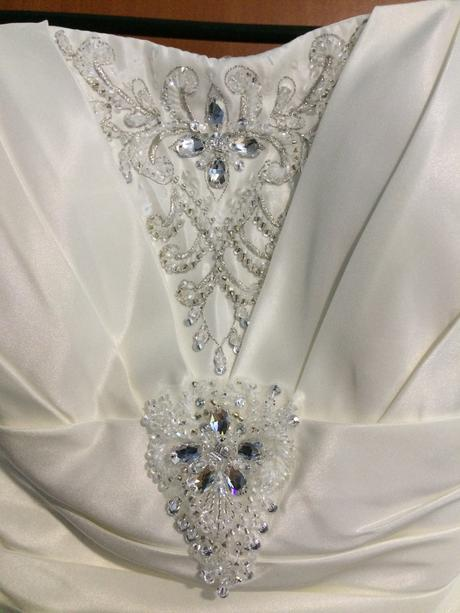 Princeznovské svatební šaty s vlečkou - champagne, 38