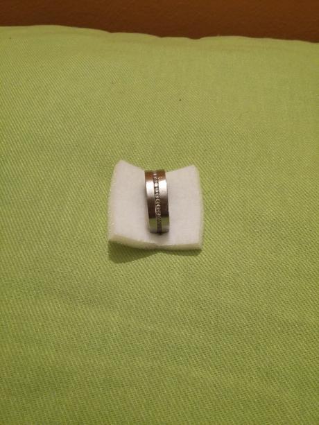 Prsten z chirurgické oceli s kamínky,