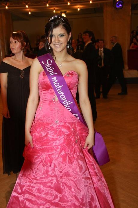 fa9664b59f4 Plesové šaty - maturitní (princeznovský střih)