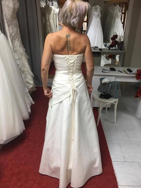 Luxusní svatební šaty, 36