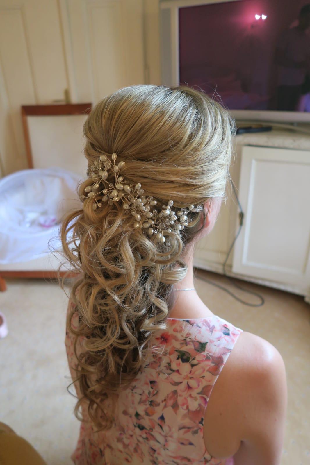 b96bacc06a7 Drátková ozdoba do vlasů s perličkami