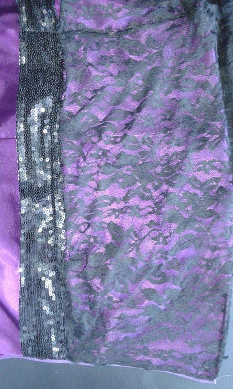 Dlhé fialové šaty s krajkou, 38