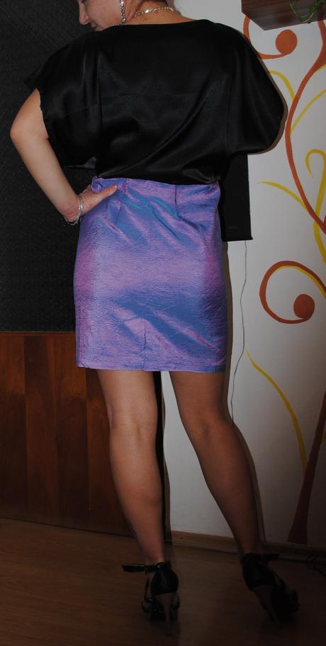 Dvojfarebné cierno-fialove šaty, 38
