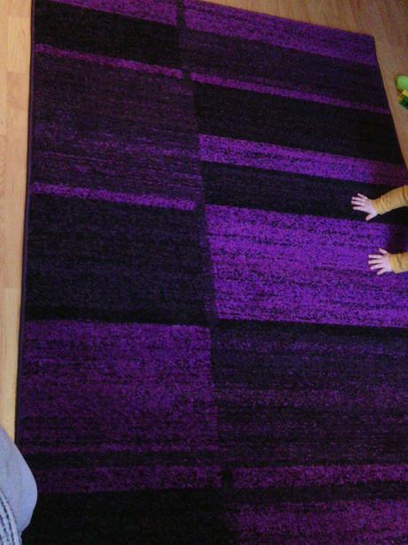 nepouzivany fialovy koberec,