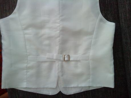 Biela vesta s kravatou, 50