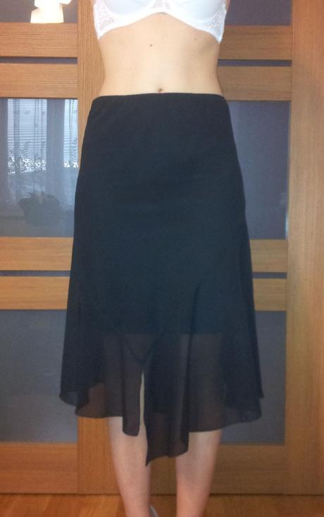Čierna sukňa, 40