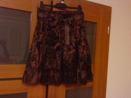 Hnedá sukňa, 36